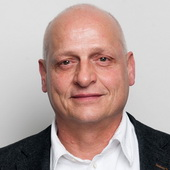 Dr. Oliver Ecke